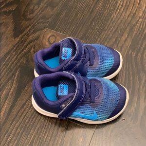 Nike little boys sneakers- size 6